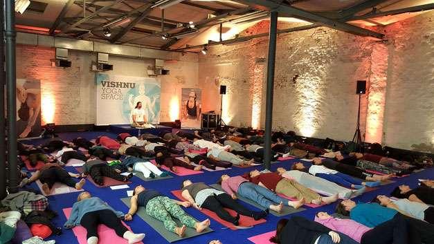 Eine Yoga Nidra Veranstaltung mit Marc